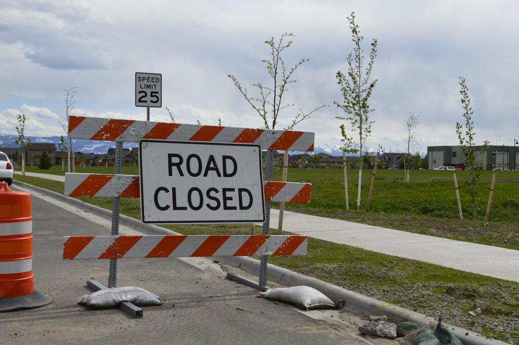 road closed, road work, traffic advisory